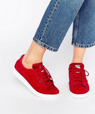 Які жіночі кросівки наймодніші в 2017 році і фото стильних моделей 4a362f019bfe8