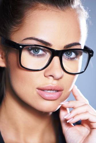 Які вибрати окуляри для обличчя круглої форми  для зору і від сонця ... 9a3b161cd1390