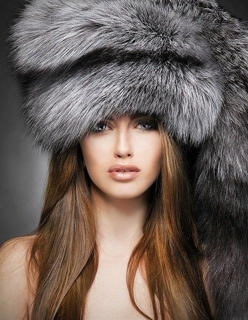 Модні хутряні шапки в 2018 році  модні ідеї на фото e9afa0ae4a8a7