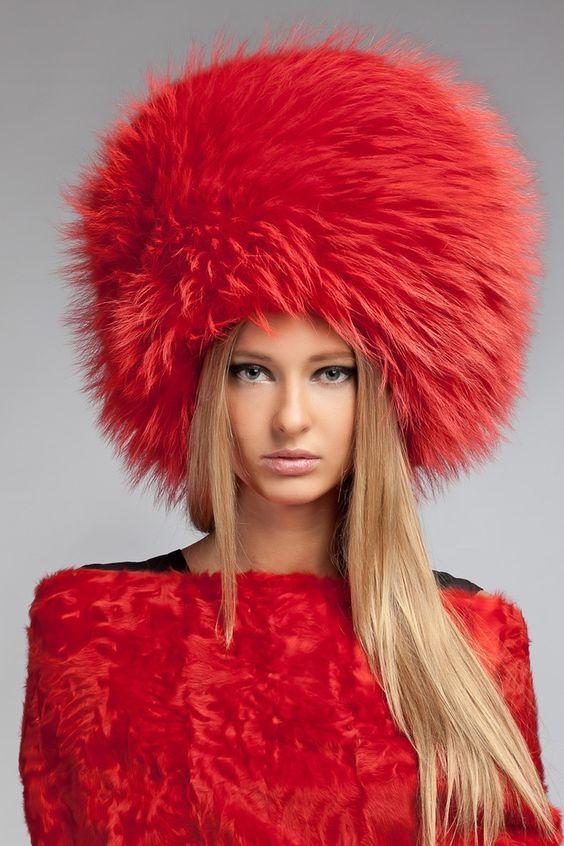Модні хутряні шапки в 2018 році  модні ідеї на фото 8add5ad24acd7