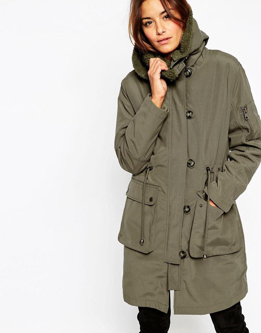 de2b6c632762b5 Подібні куртки забезпечені капюшоном, знімною підкладкою і регульованою  довжиною рукава. За допомогою простої трансформації можна пристосувати  куртку під ...
