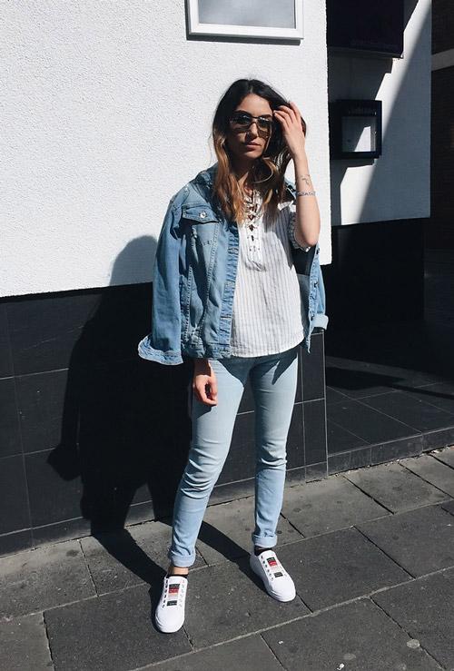 Дівчина в подвернутых джинси скінні abd5ae743f080