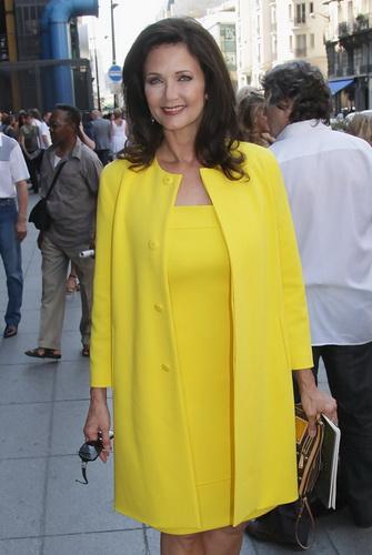 a71bbbff0bfcc5 Базовий гардероб для жінки 50 років з фігурою «груша» також має безліч  варіантів одягу. Ідеальним варіантом будуть сукні та спідниці А-подібної  форми, ...
