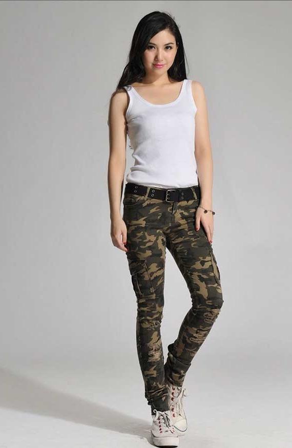 Сучасні дизайнери прагнуть пропонувати жінкам модні і комфортні моделі у  військовому стилі. 2f83dffc103e0