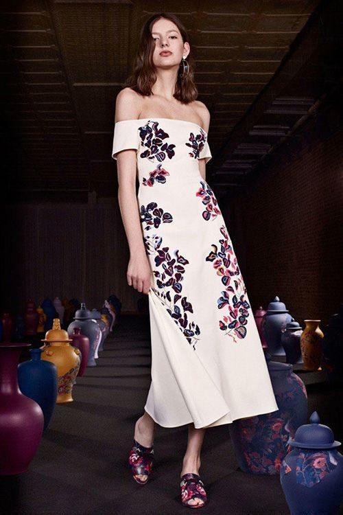 fa042d44d8ffa85 Коктейльні сукні а-ля нижня білизна. Досить сміливим ходом з боку  дизайнерів стали коктейльні сукні а-ля комбінації, які виглядають кілька  незвично і ...