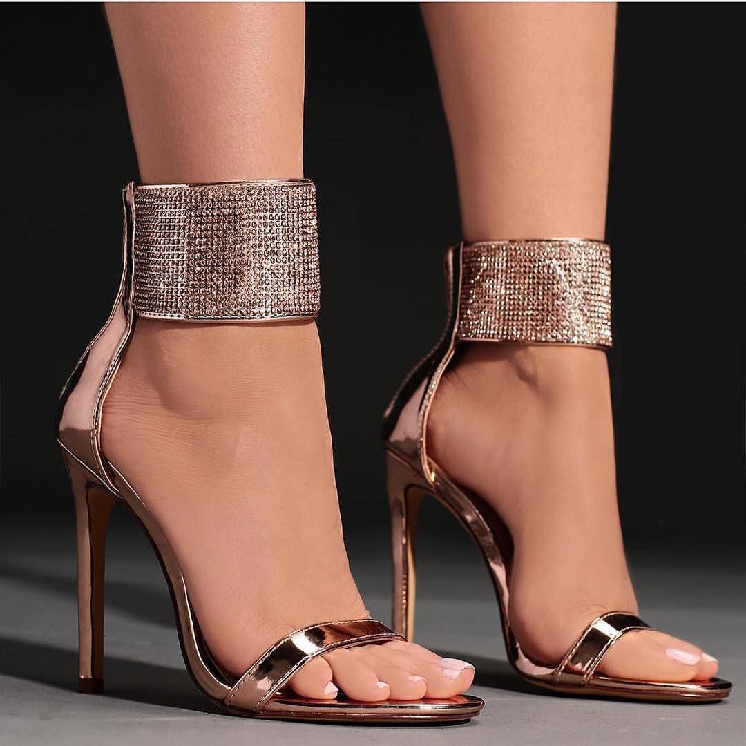 Модна жіноче взуття весна-літо 2018  тенденції і самі актуальні фасони 7a432be7c542c