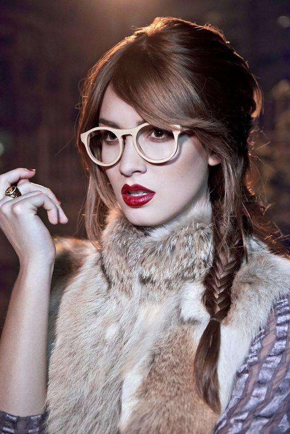 Стильні окуляри для зору дозволять багатьом жінкам в 2018 році виглядати  привабливо і красиво. З їх допомогою можна створювати кокетливі і грайливі  образи. d79cf87153a55