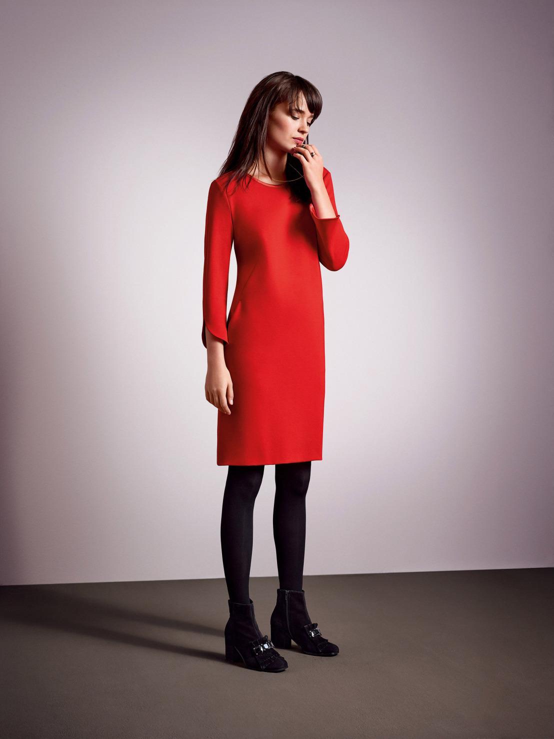 Плаття-футляр 2018  актуальні кольори і модні образи 5c48cd2c2166e
