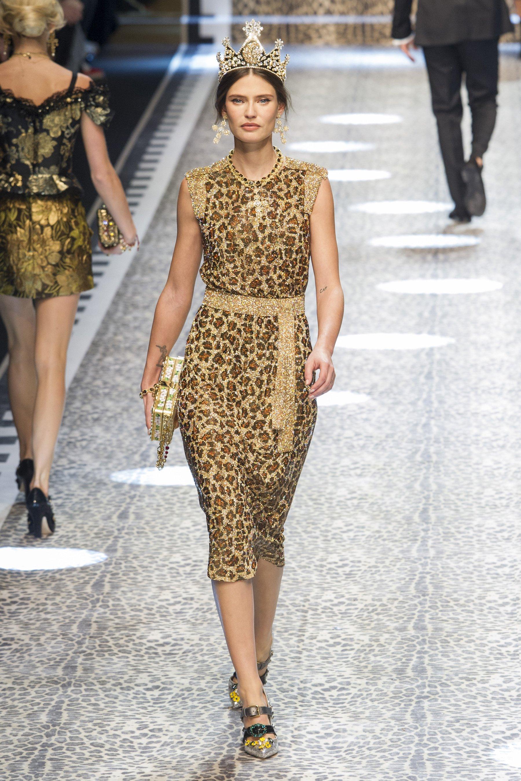 38e45b1cb70603 Модні сукні з квітковим принтом - на весну і літо, актуальні тренди
