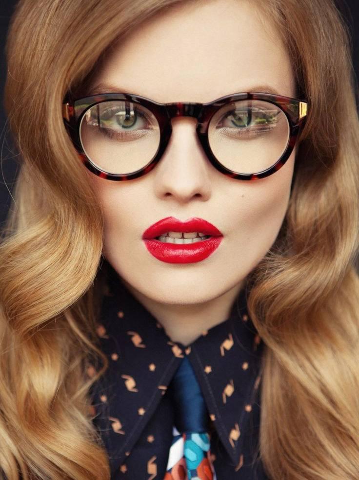 Вузькі «котячі» окуляри раніше виглядали дуже екстравагантно eaaf7194a7915