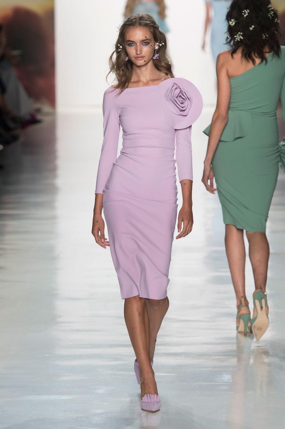 bbe85b2f78bc66 Плаття-футляр 2018: актуальні кольори і модні образи