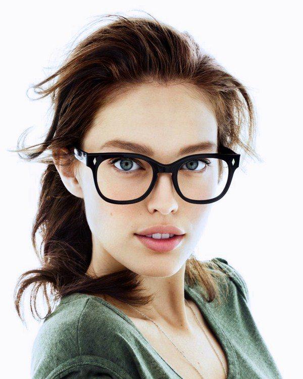 Тепер багато модниць з задоволенням вибирають собі модну оправу з прозорими  стеклами навіть у тому випадку 119f9ebd22e59