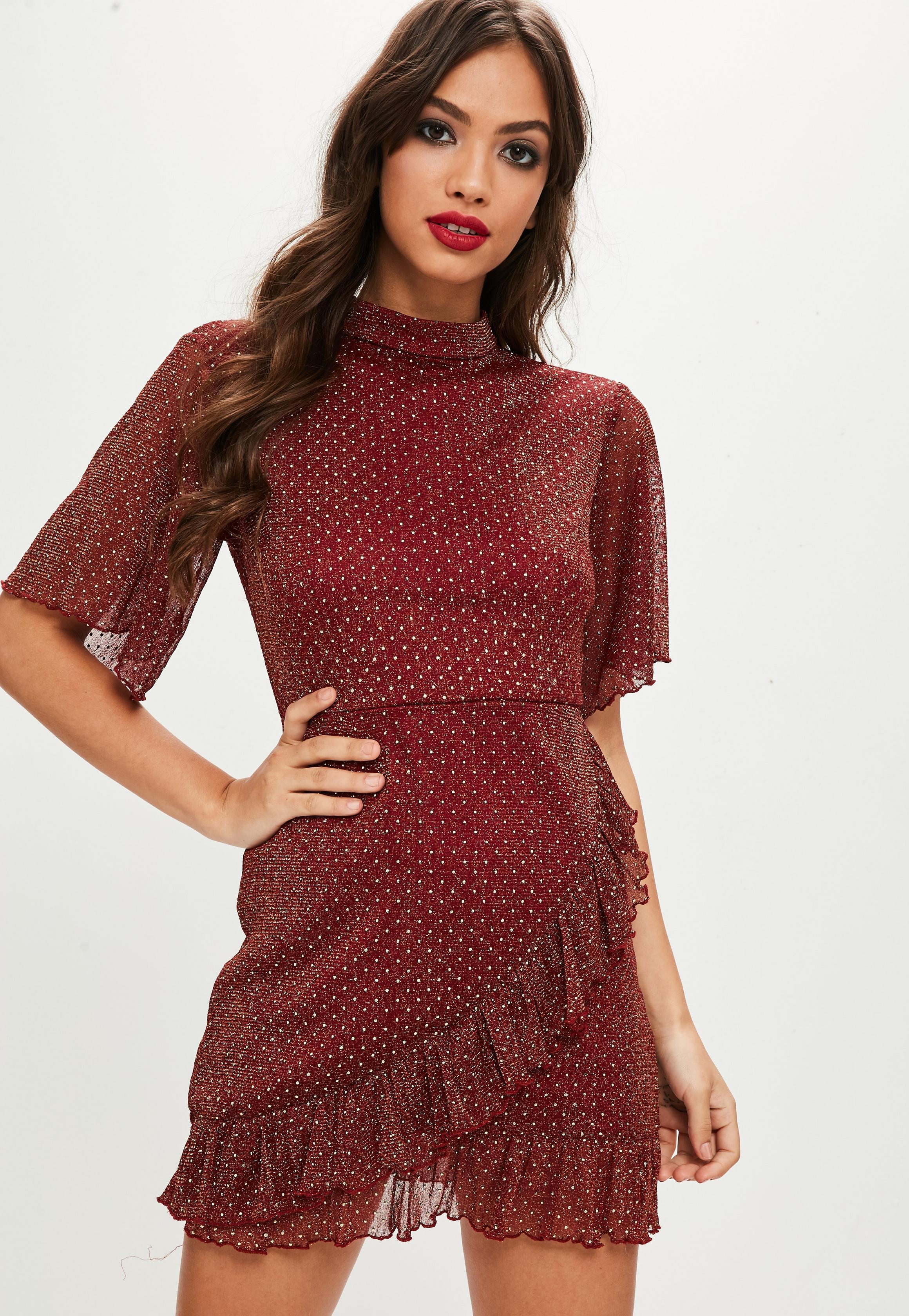 Сукня з воланами на святковий корпоратив  як виглядати жіночно 20bdd0e219cc2
