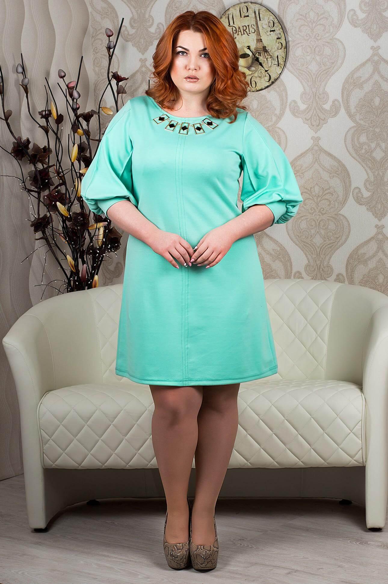 5bd21911e69614 Для повних дам вибір кольору вбрання особливо важливий, адже багато  відтінків мають властивість візуально повнити або навпаки «полегшувати»  фігуру.